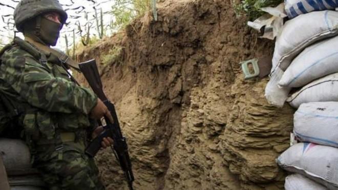 Quân đội Ukraine bắn hơn 100 quả đạn vào các vị trí của DPR chỉ trong 6 giờ ảnh 1