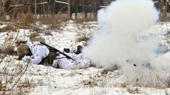 DPR cáo buộc quân đội Ukraine pháo kích khiến 1 binh sĩ thiệt mạng ảnh 1