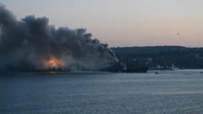 Tàu chiến Nga bất ngờ phát nổ, 7 người bị thương ảnh 1