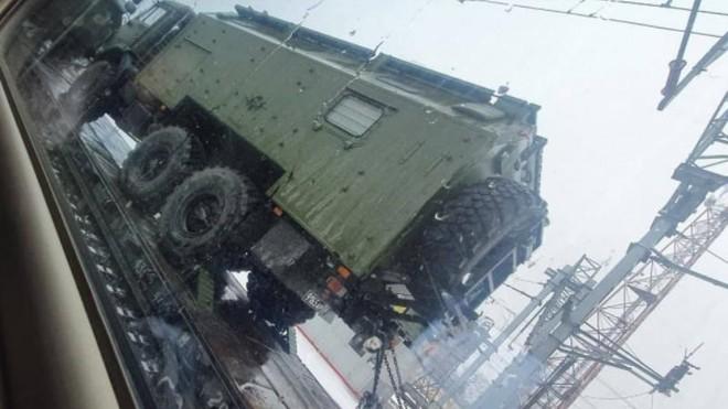 Nga chuyển lượng lớn xe bọc thép mới nhất đến biên giới DPR và LPR ảnh 1