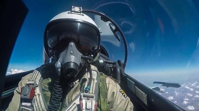 NATO cáo buộc phi công Nga không liên lạc với kiểm soát viên không lưu châu Âu ảnh 1