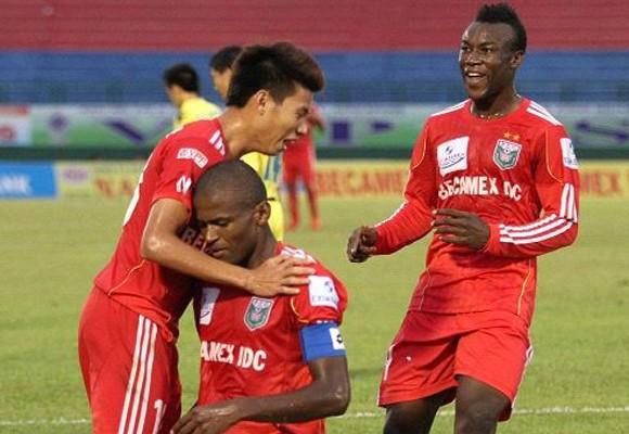 B.Bình Dương thắng trận đầu tay, SHB Đà Nẵng thua thảm tại Ninh Bình ảnh 1