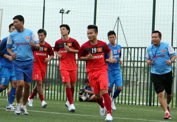 HLV Hoàng Văn Phúc không quan tâm đến tiền thưởng tại BTV Cup 2013 ảnh 1