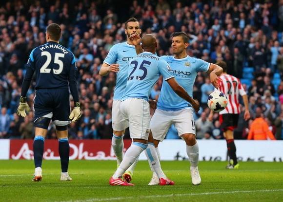 Man City 2-2 Sunderland: Ngôi vương xa dần ảnh 1
