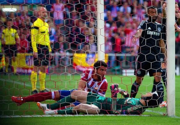 Chelsea lo lắng vì chấn thương của thủ môn Petr Cech ảnh 1