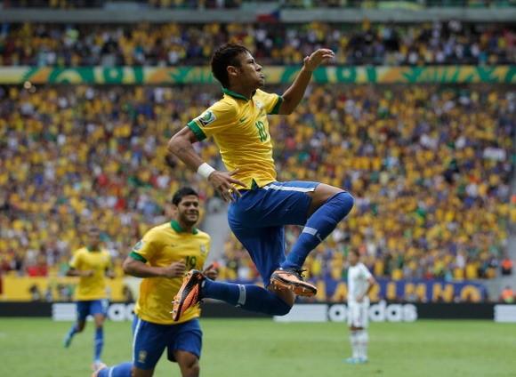 Roberto Carlos đặt niềm tin vào Neymar ảnh 1