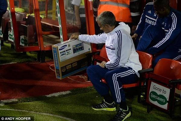 Mourinho tặng học trò món quà bất ngờ ảnh 1