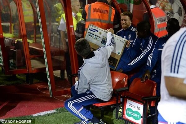 Mourinho tặng học trò món quà bất ngờ ảnh 2