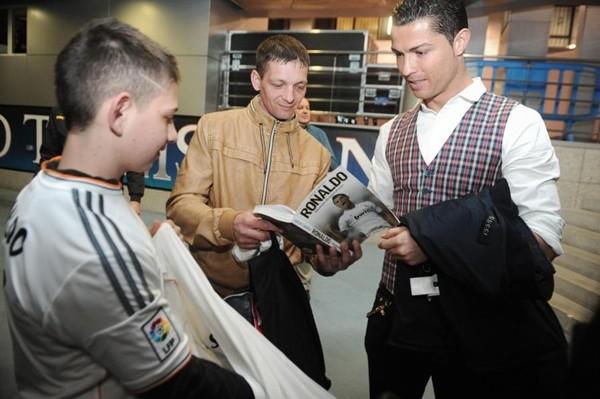 Kỳ diệu: Ronaldo cứu một cậu bé khỏi tay thần chết ảnh 3