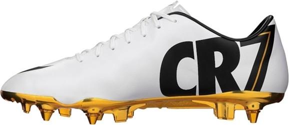 Hoa mắt với đôi giày mạ vàng lấp lánh của Ronaldo ảnh 4