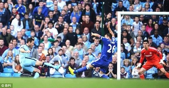 SỐC: Nhìn Lampard ghi bàn vào lưới Chelsea, một fan cuồng đột tử ảnh 1