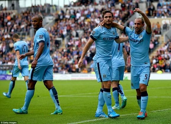 """Lampard ghi bàn """"như điên"""" ở Man City ảnh 3"""