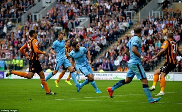 """Lampard ghi bàn """"như điên"""" ở Man City ảnh 1"""