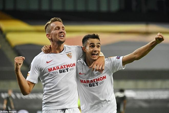 Thua ngược Sevilla, M.U tan mộng vô địch Europa League ảnh 2