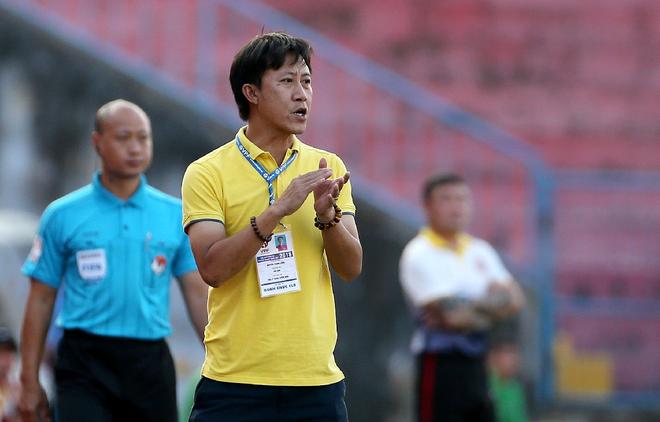 Không chịu nổi sự oái oăm của đội Thanh Hóa, HLV Thành Công nghỉ việc ảnh 1