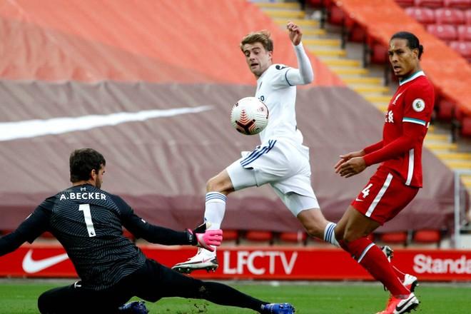 Liverpool 4-3 Leeds: Hattrick của Salah giải cứu đương kim vô địch ảnh 3