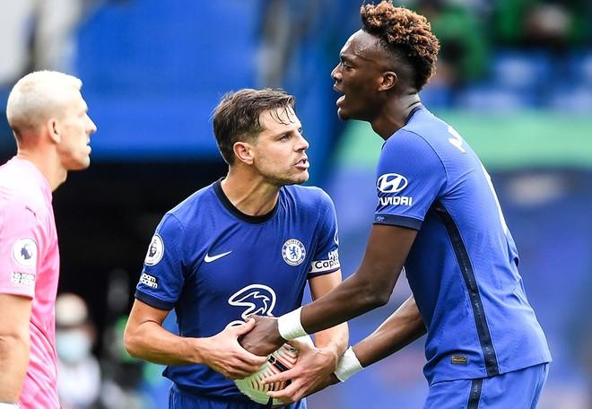 Tiền đạo Chelsea nằng nặc tranh đá 11m với đàn anh ảnh 1