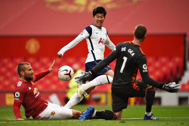 Dẫn trước từ phút 2, M.U vẫn bị Tottenham nhấn chìm ngay tại Old Trafford ảnh 3