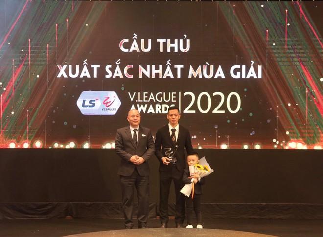 Vượt qua Quang Hải, Văn Quyết xuất sắc nhất V-League 2020 ảnh 1