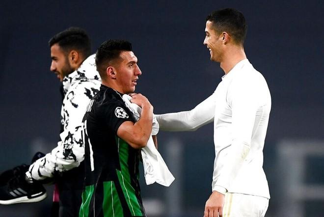 Cầu thủ vô danh ăn mừng như Ronaldo ngay trên sân Juventus ảnh 2