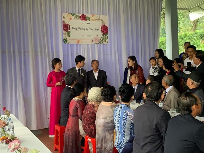 Công Phượng lịch lãm bên Viên Minh trong đám cưới ở quê nhà ảnh 2