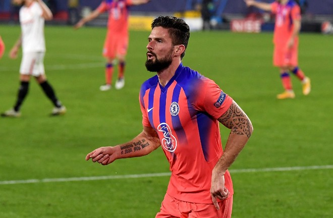Ghi 4 bàn, Giroud lập kỳ tích ở Champions League ảnh 1