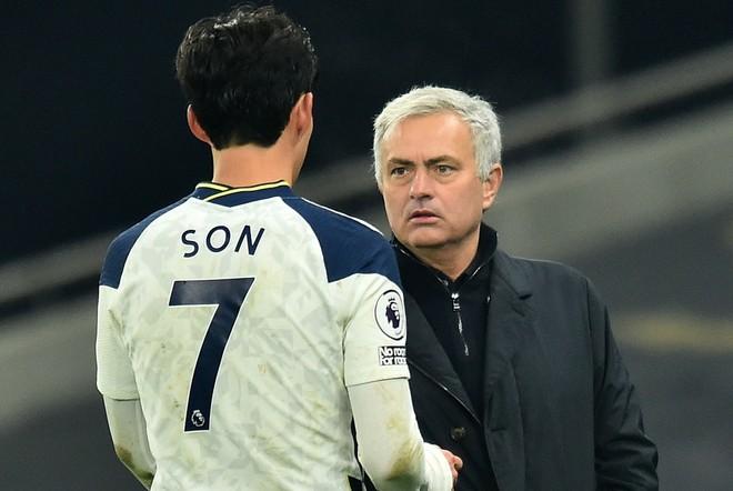 HLV Mourinho dùng hình ảnh độc để so sánh với học trò ảnh 1