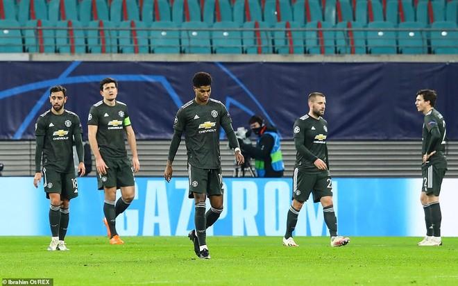 Thua cay đắng, M.U bị hất cẳng khỏi Champions League ảnh 5