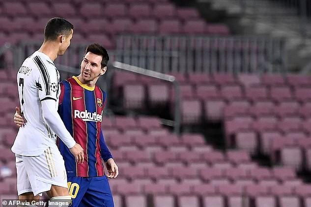 Ronaldo khiến Messi câm lặng ngay trên sân Nou Camp ảnh 2