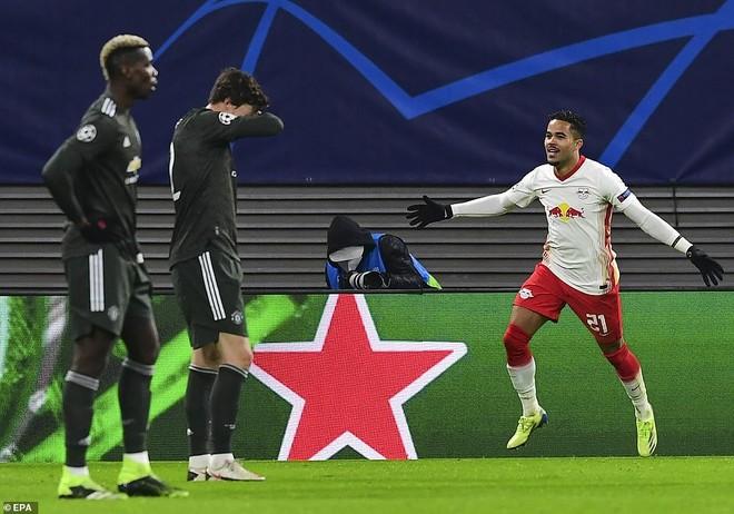Thua cay đắng, M.U bị hất cẳng khỏi Champions League ảnh 1