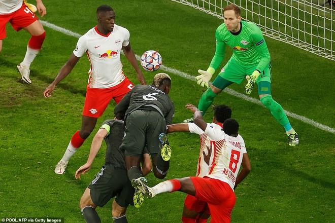 Thua cay đắng, M.U bị hất cẳng khỏi Champions League ảnh 3