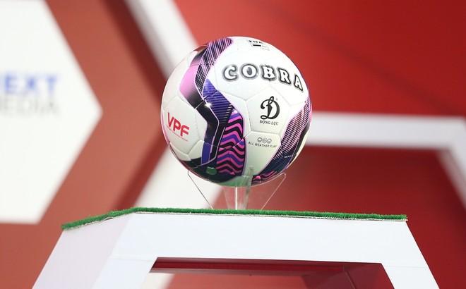 Cận cảnh quả bóng tiêu chuẩn FIFA hoàn toàn mới của V-League 2021 ảnh 1