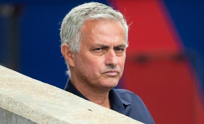 HLV Mourinho bất ngờ quay lại... trách móc M.U ảnh 1