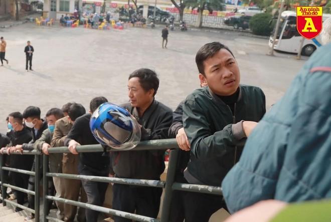 CĐV Phú Thọ xếp hàng dài săn vé xem ĐT Việt Nam ảnh 2