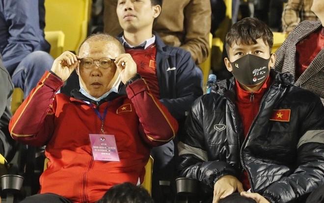 """Đội trưởng Quế Ngọc Hải báo """"tin dữ"""" cho thầy Park ảnh 1"""