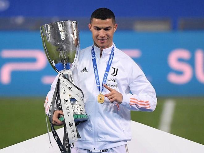 Ronaldo xô đổ kỷ lục ghi bàn qua mọi thời đại ảnh 1