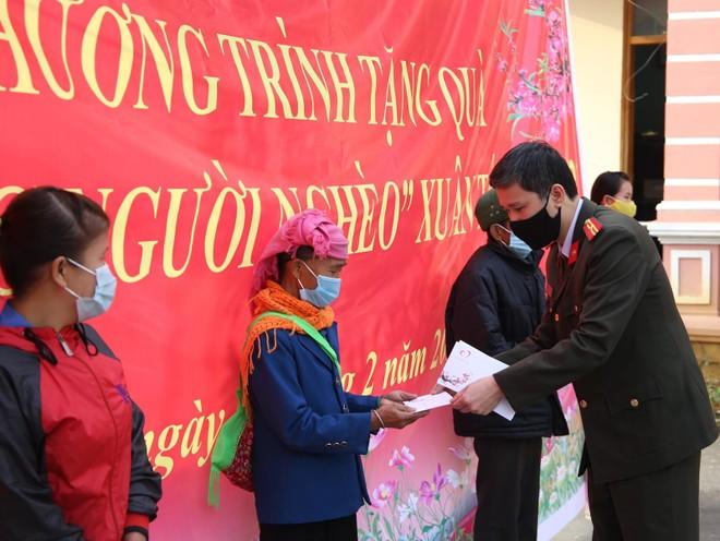 Mang Tết vui đến với đồng bào nghèo ở Lai Châu ảnh 1