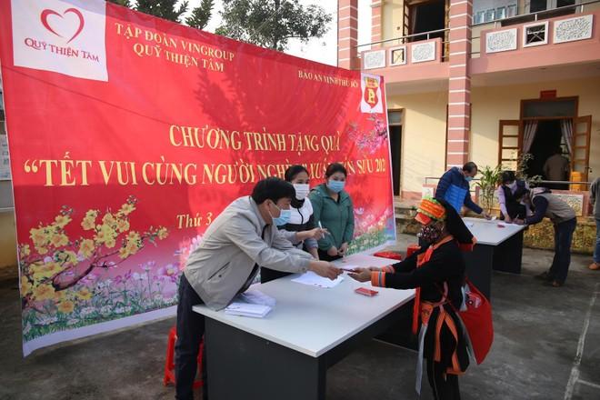 Mang Tết vui đến với đồng bào nghèo ở Lai Châu ảnh 6