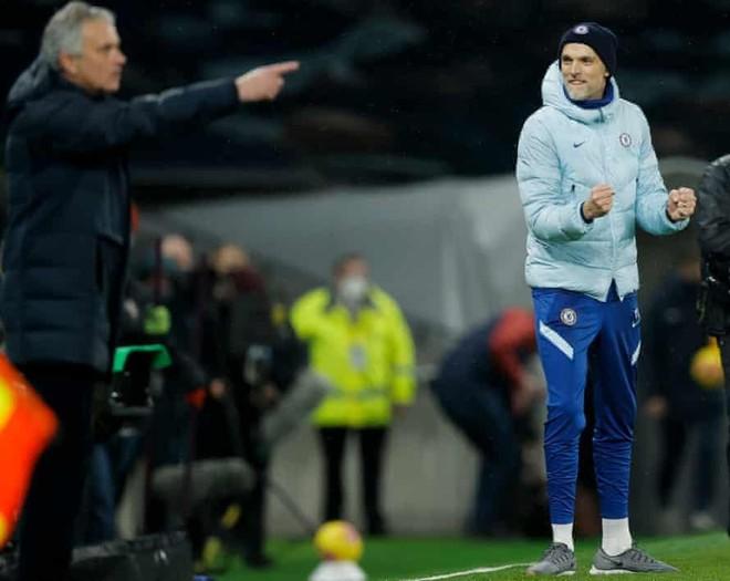 Tottenham lún sâu vào khủng khoảng, Mourinho cán cột mốc buồn ảnh 1