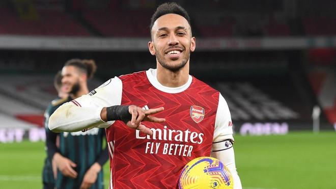Lần đầu tiên Aubameyang biết lập hattrick cho Arsenal ảnh 1