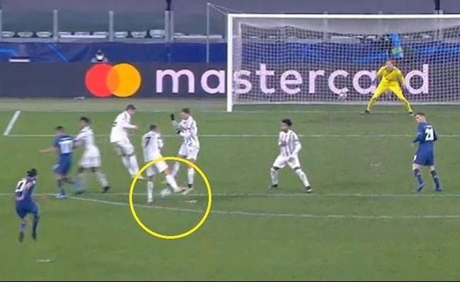 Ronaldo bị chê không biết phòng ngự khiến Juve dừng bước ảnh 1