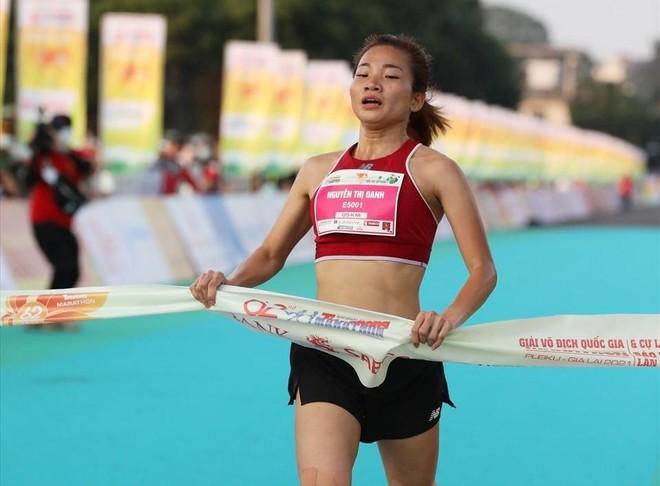 Nguyễn Thị Oanh lần thứ 5 vô địch Tiền Phong Marathon ảnh 1