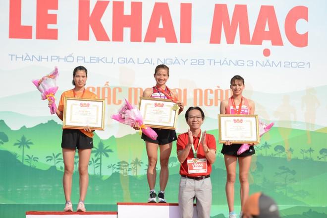 Nguyễn Thị Oanh lần thứ 5 vô địch Tiền Phong Marathon ảnh 2