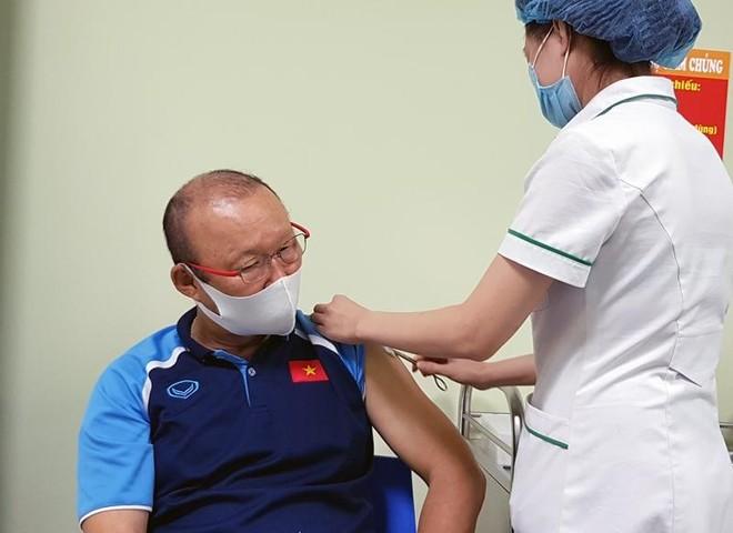 HLV Park Hang-seo được tiêm vaccine phòng Covid-19 ảnh 1