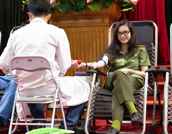 Cán bộ chiến sĩ Cục An ninh Kinh tế tích cực hưởng ứng ngày toàn dân hiến máu tình nguyện ảnh 7