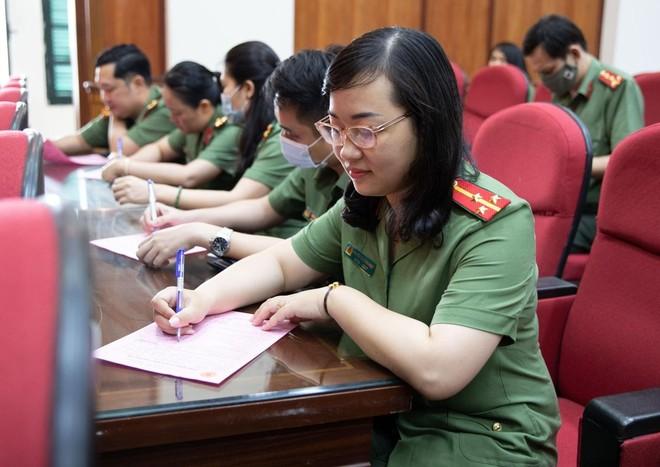 Cán bộ chiến sĩ Cục An ninh Kinh tế tích cực hưởng ứng ngày toàn dân hiến máu tình nguyện ảnh 4