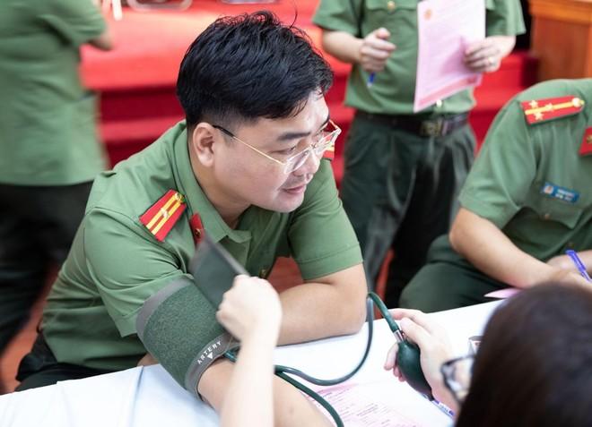 Cán bộ chiến sĩ Cục An ninh Kinh tế tích cực hưởng ứng ngày toàn dân hiến máu tình nguyện ảnh 3