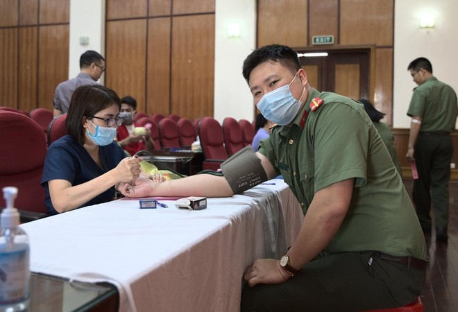 Cán bộ chiến sĩ Cục An ninh Kinh tế tích cực hưởng ứng ngày toàn dân hiến máu tình nguyện ảnh 5