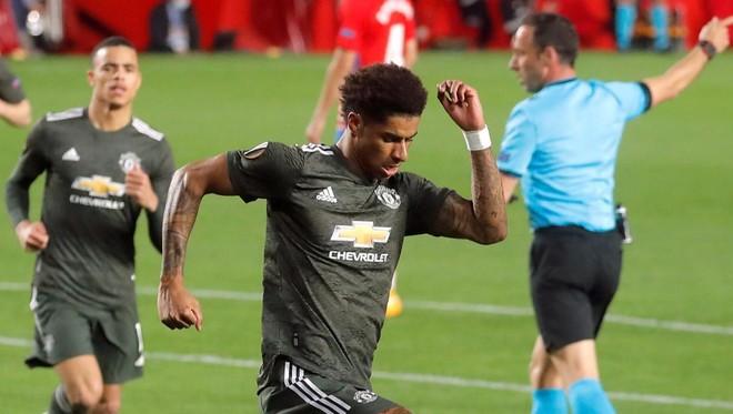 Ghi bàn ở Europa League, Rashford sánh ngang huyền thoại M.U ảnh 1