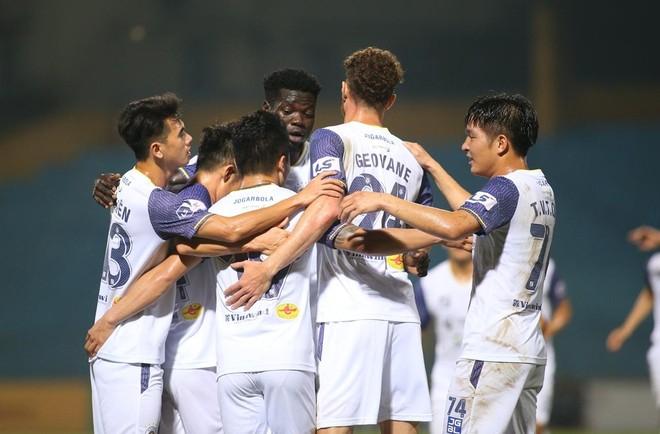 """Hà Nội FC bất ngờ thắng dễ """"hiện tượng"""" Than Quảng Ninh ảnh 2"""